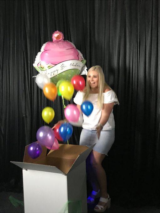 Cupcake Surprize balloons releasing