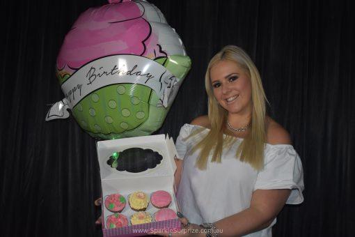 6 Vanilla Cupcakes Surprize