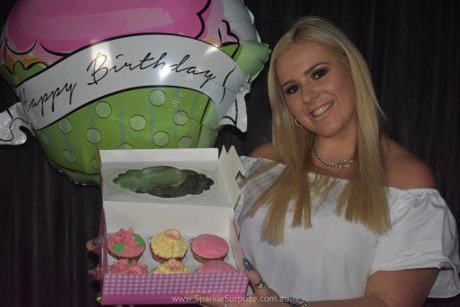 6 Vanilla Cupcakes