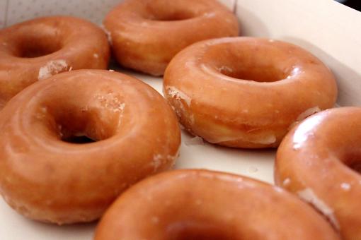 6 original glazed doughnuts